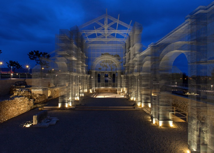 wire-installation-edoardo-tresoldi-metal-church_dezeen_1568_10